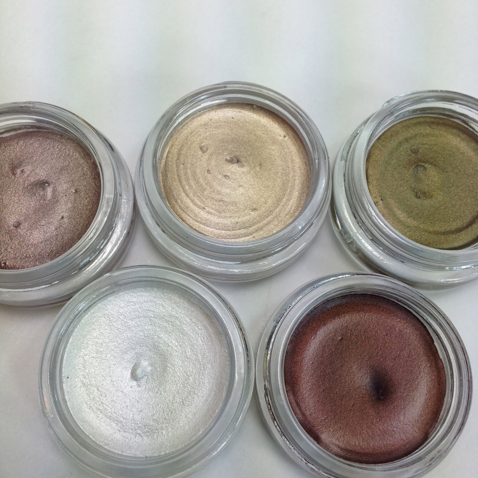 ULTA BEAUTY. This creamy Ulta Cream Eyeshadow combines a unique blend of ingredients to create a crease-proof, fast-drying, richly textured formula that glides over lids releasing intense color withou.