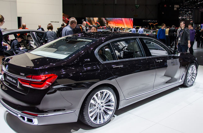 Review Automotive 2017 BMW M760i xDrive is a 12Cylinder High