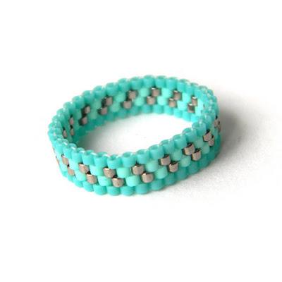 купить Тонкое нежное бирюзовое кольцо из бисера