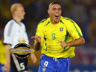 Ronaldo Cetak Gol Di Piala Dunia 2002 Saat Melawan Jerman