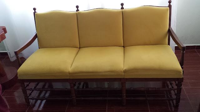 Sofá Amarelo estilo antigo