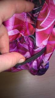 Seiten Tasche auf beiden Seiten vorhanden.