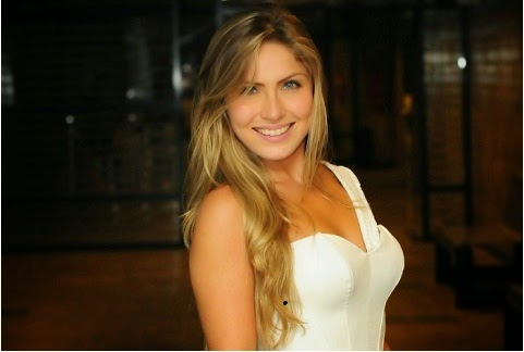 Renatinha, teve vídeo e fotos íntimas divulgadas pelo ex-namorado. No vídeo Renatinha aparece em cenas íntimas, fazendo sexo com o ex-namorado.