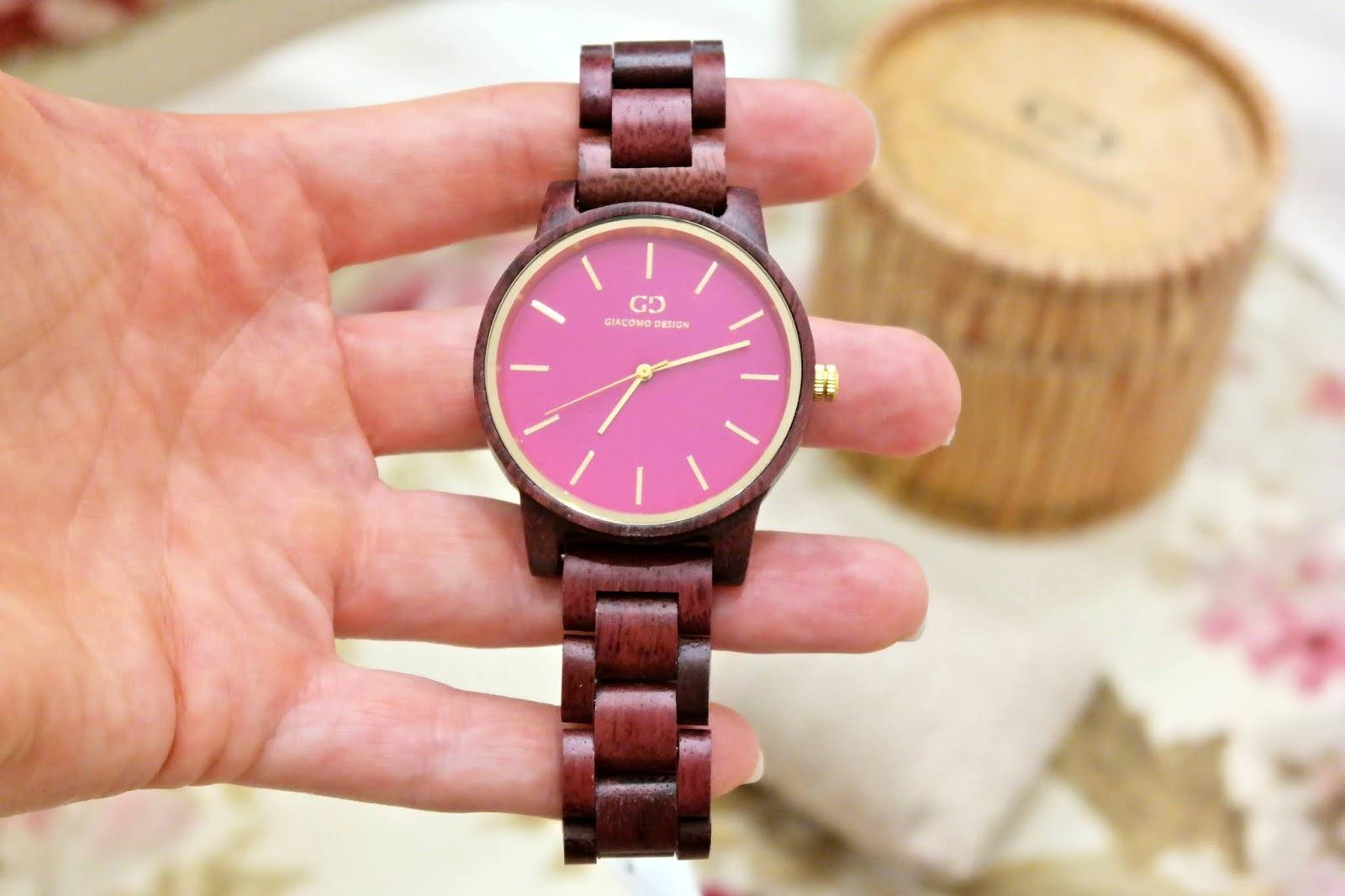 zegarek z tarczą 24 h
