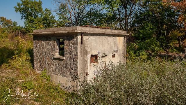 Casemate d'Instruction de la ligne Maginot - Secteur Fortifié de Colmar (Wolfgantzen). Etat 2009.
