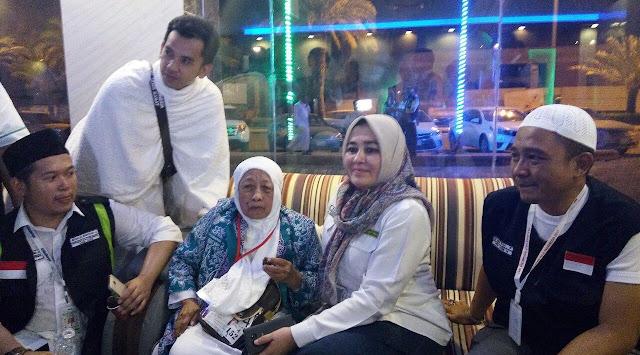 Pengakuan Mengejutkan Seorang Nenek di Makkah, 'Saya Kesini Sama Allah'