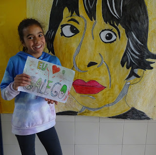 preme na imaxen de Uxía para xogar coa vida e a obbra de Mª Victoria Moreno