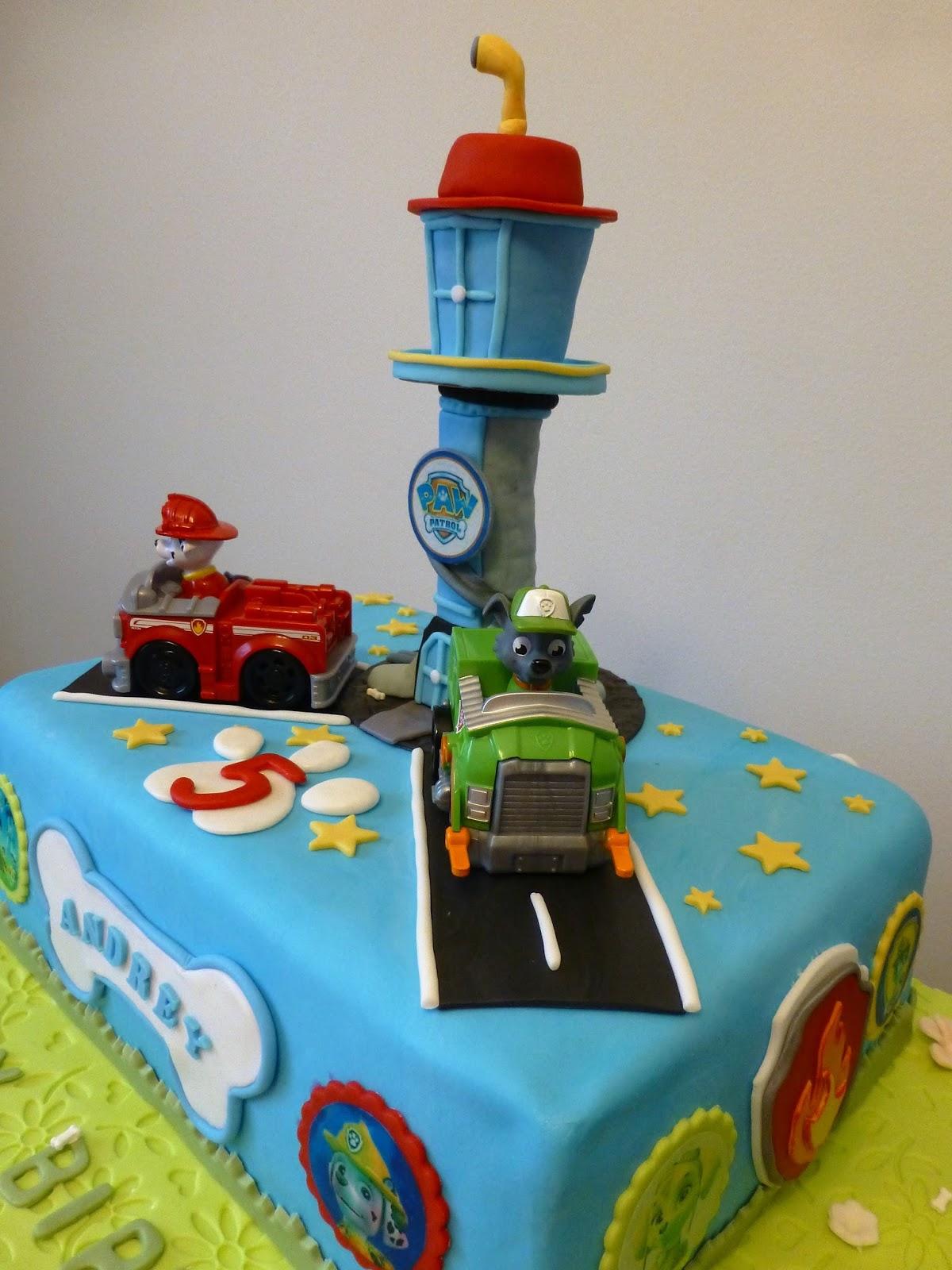 CakeSophia Paw patrol cake and cookies