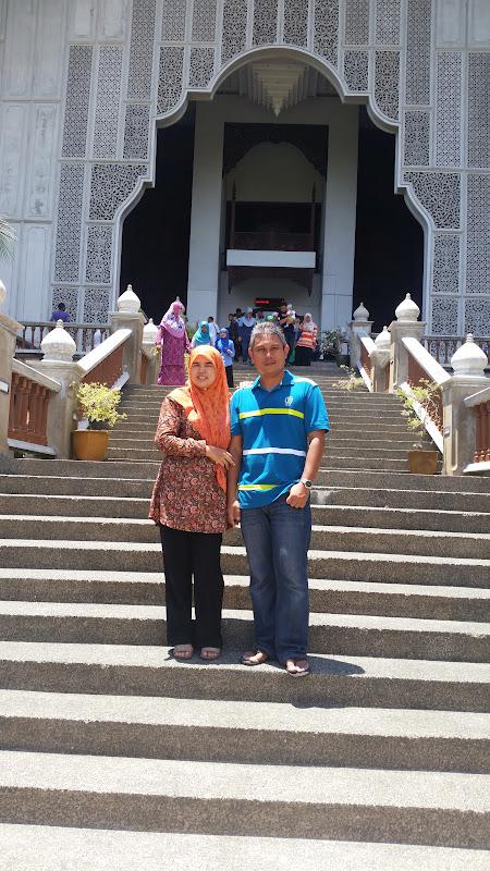 Pasangan kekasih di tangga