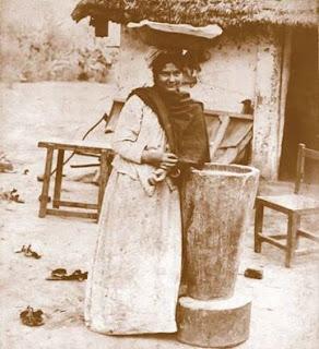 Vendedora de empanadas en Tucumán, c.1890. AGN,  Documento Fotográfico. Aficionados. Inventario 21338