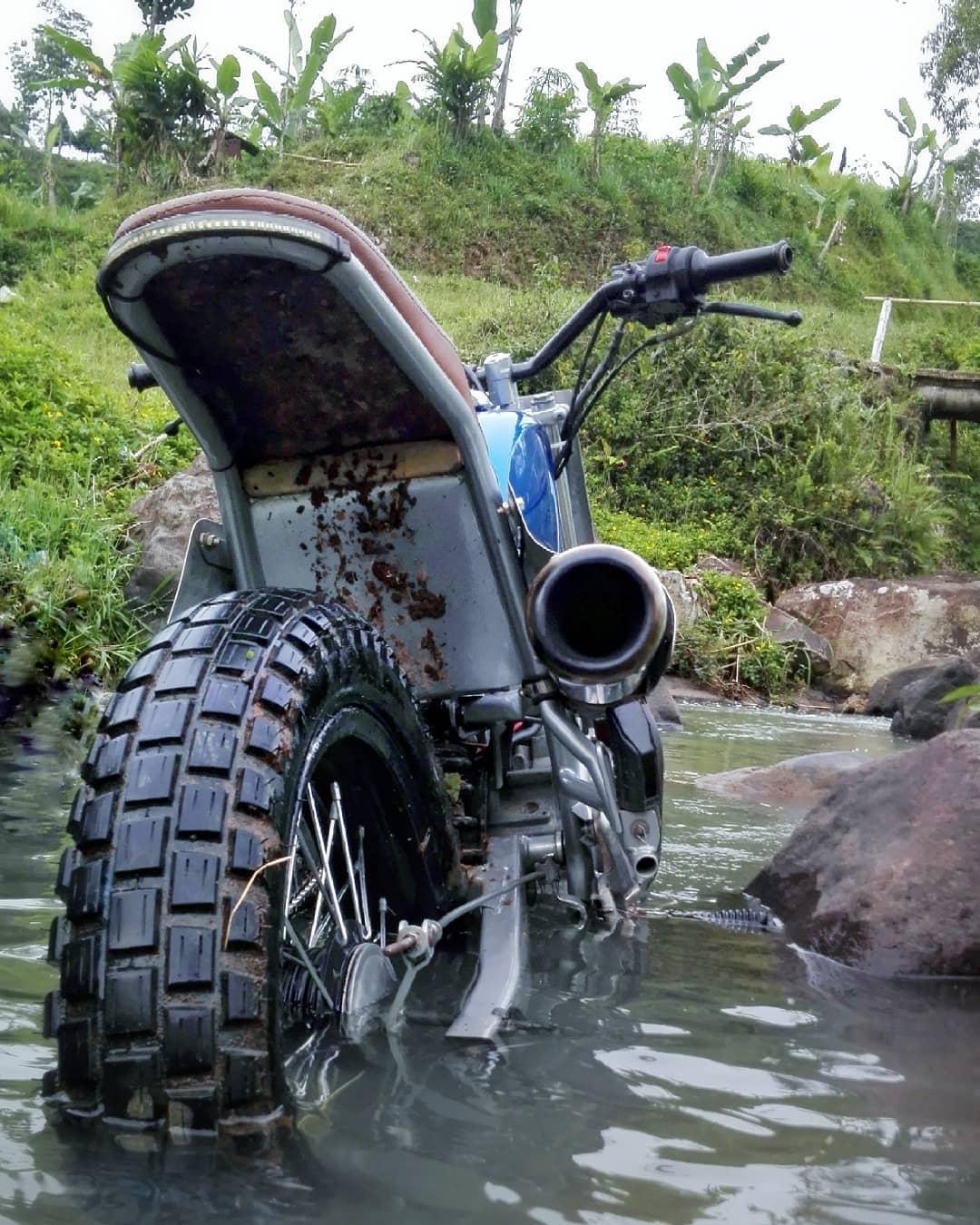 Ban Tracker Motor Custom Yamaha Scorpio