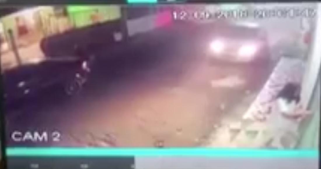 """VIDEO: Tres sujetos """"levantan"""" a una estudiante de medicina en Boca del Río, Veracruz"""