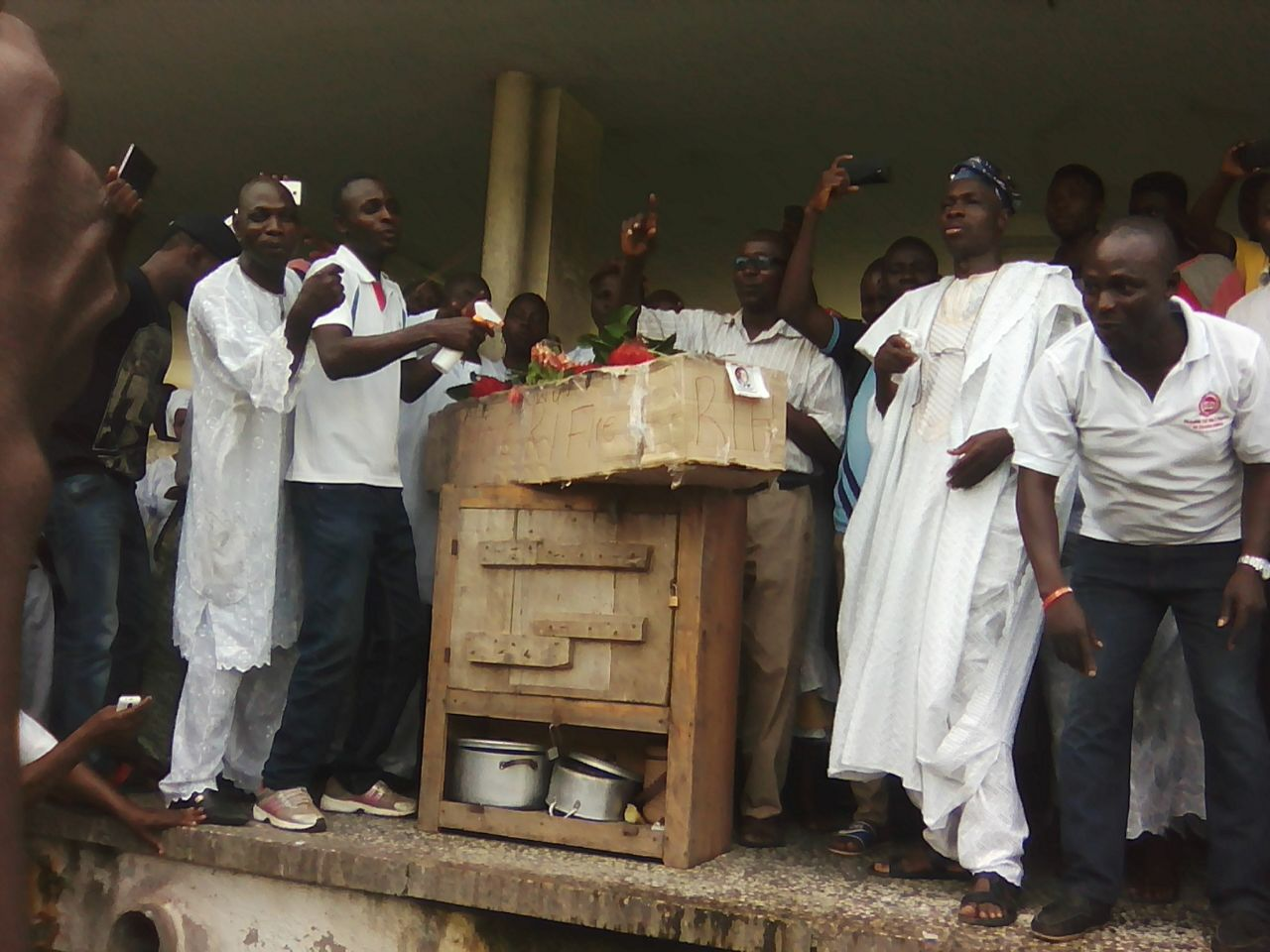 pictures from yesterday s nasu members protest in oau