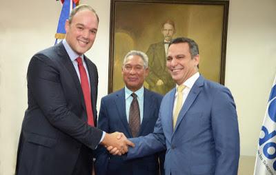 Luis Henry Molina asume presidencia del Indotel