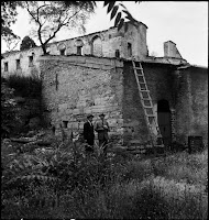 The chapel and walls of the church Agios Ioannis Stoudios (İmrahor Camii), in July 1944. The chapel that was built above a corner of the cistern no longer exists [Credit: © Nicholas V. Artamonoff Collection, Image Collections and Fieldwork Archives, Dumbarton Oaks]
