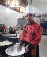 Merintis karir sebagai seorang Steward atau pencuci piring di salah satu hotel di Papua, siapa sangka kini chef Dandung Santoso (41), telah menduduki puncak karir tertinggi sebagai Executive Chef di Gets Hotel yang berada di Kota Malang, Jawa Timur.