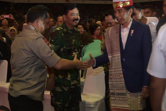 Panglima TNI Dampingi Presiden Jokowi Hadiri Perayaan Natal Nasional di Medan