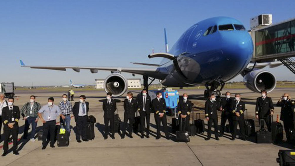 Regresó el primer vuelo que trajo 14 toneladas de insumos médicos desde Shangai