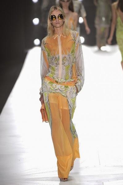 4a6f906042c83 Por isso sem dúvida o estilo feminino que mais se identifica com a grife Roberto  Cavalli é o Estilo Sensual por traduzir toda essa linguagem do estilista.