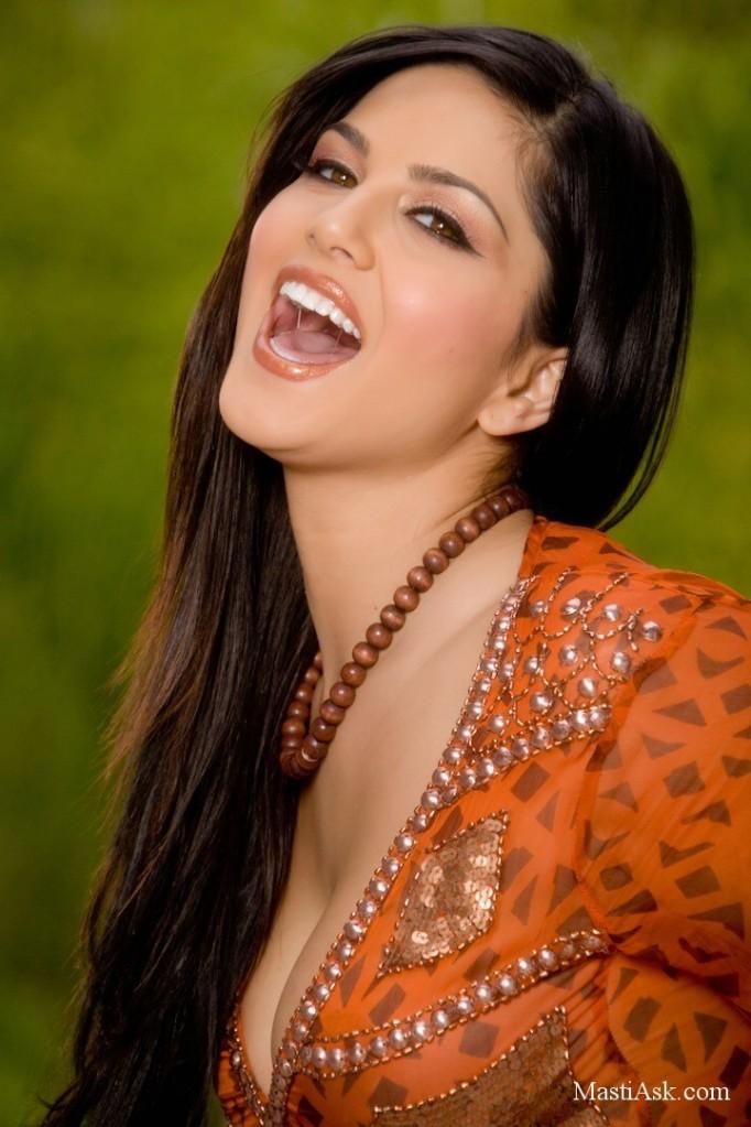 Beautiful Asian Girls Super Model Sunny Leone Pics-6759