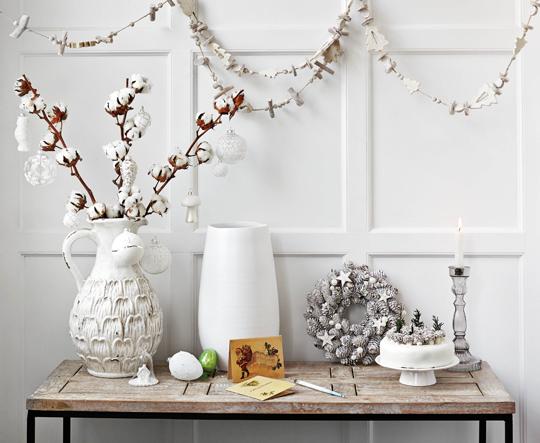 Christmas,  Lifestyle  image,  homes,  interiors,  HomeSense,  white,  table,  ornaments,  garland