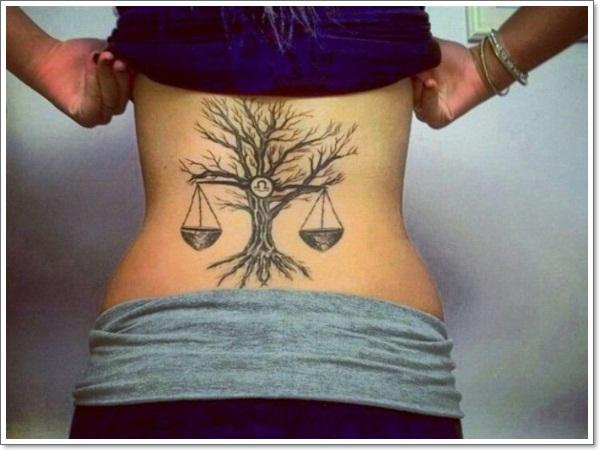 chica con tatuaje del signo de libra