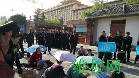 陕西省民代幼教师近两千人在省信访局继续静坐维权(图)