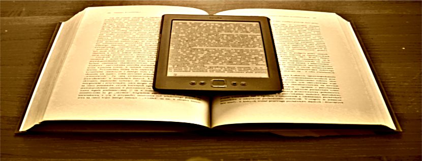Kindle Classic i książka