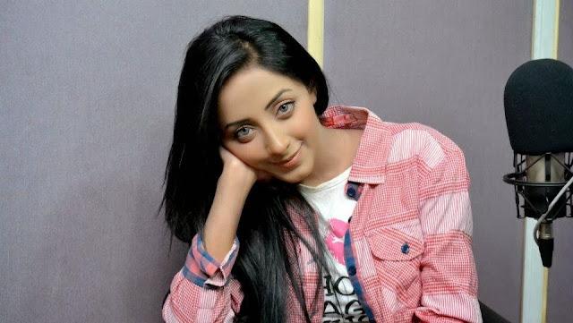 HD Wallpapers of Pakistani Actress Sanam Chaudhry