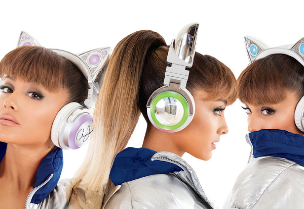 Ariana Grande lança despojados e extravagantes fones de ouvido wireless que tem orelhinhas de gato!