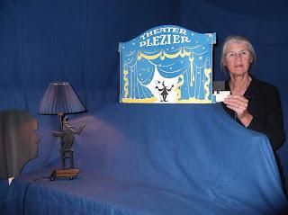 Schimmenspelers Bea Kloosterman en Leonne Spilt met het Theater Plezier