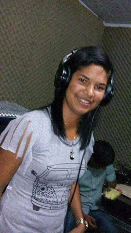 Cantora liah conquista publico da rádio dois riacho FM.