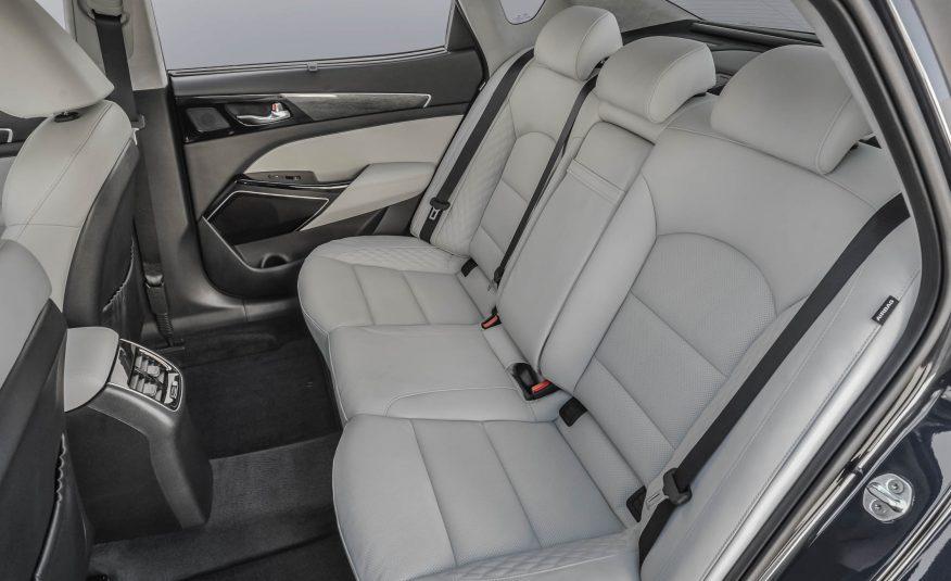 Hàng ghế thứ hai cực rộng và có thể sánh ngang các dòng S Class của Mercedes Benz và LS của Lexus