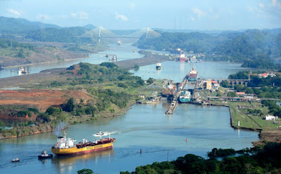 A través del Canal de Panama, viajes y turismo