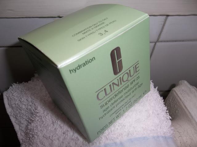 Hydratant Défense Anti-Âge Superdefense SPF25 - Peaux Mixtes à Grasses - Clinique