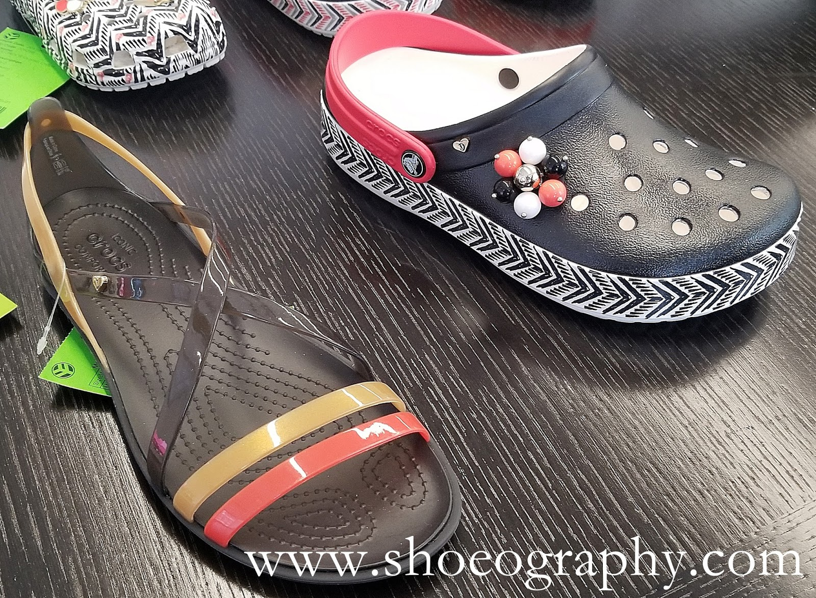 4756a3ac4334f3 Drew Barrymore ♥ Crocs Chevron Collection