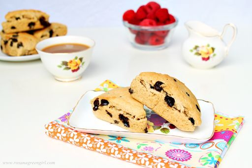 Peanut butter and chocolate scones | http://roxanashomebaking.com/