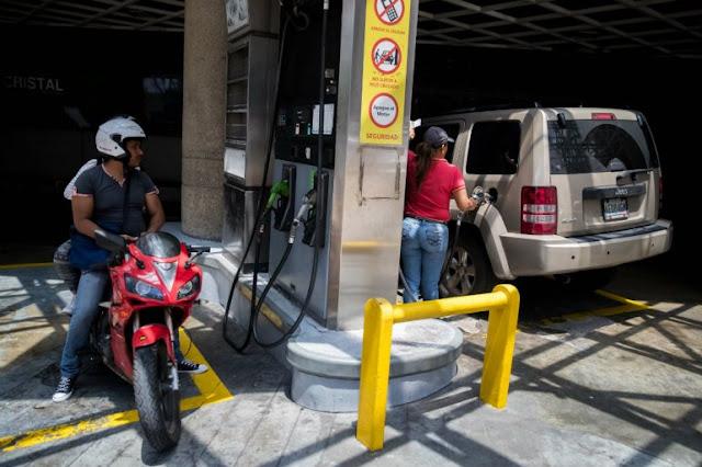 Persisten las colas ante incertidumbre de precio de la gasolina en Venezuela