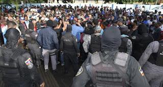 Vídeo: PN dispersó con Tiros y Bombas Rebu del Mercado de Pueblo Nuevo