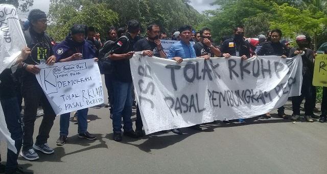 100 Jurnalis Sukabumi Tolak Pasal-pasal Pemberangus Kebebasan Pers