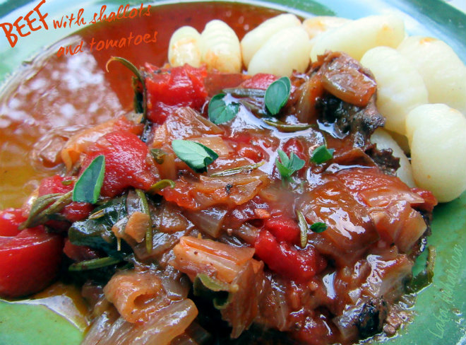 Beef with shallots and tomatoes by Laka kuharica: shallots, red wine and tomato sauce make these tender steaks really special.