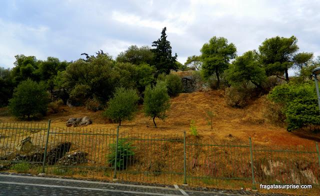 Colina Pnyx, em Atenas, local das assembleias de cidadãos na Antiguidade