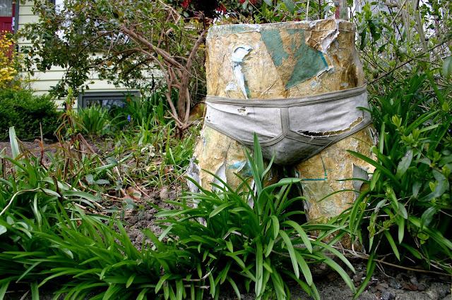 Garden decor with found objects: maniken