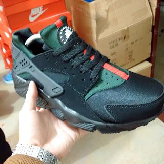 brand new 42585 4617b ... Nike air huarache x gucci noir pas cher WHOLESALE AIR HUARACHES Custom  ...