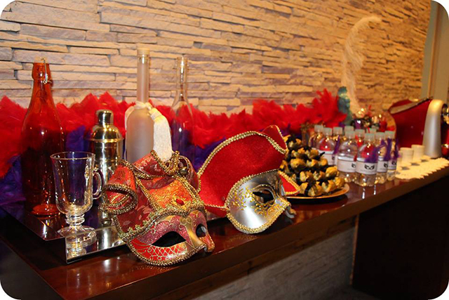Decoração Baile de Máscaras Veneziano - Aniversário Aparador