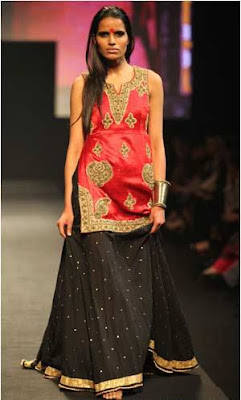 spectacular-indian-bridal-lehenga-designs-by-ritu-kumar-6