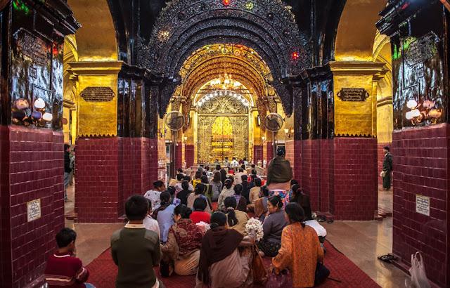 Kinh Phật ăn sâu vào đời sống tinh thần của người dân nơi này. Có lẽ bởi vậy mà người dân bản địa ai nấy đều hiền khô và nhiệt tình giúp đỡ khách nước ngoài đi du lịch Myanmar.