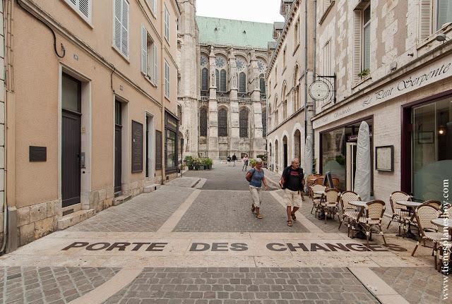 Chartres visitar viaje en coche Francia turismo que ver