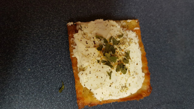 homemade low carb cheese crackers with cream cheese and herbs