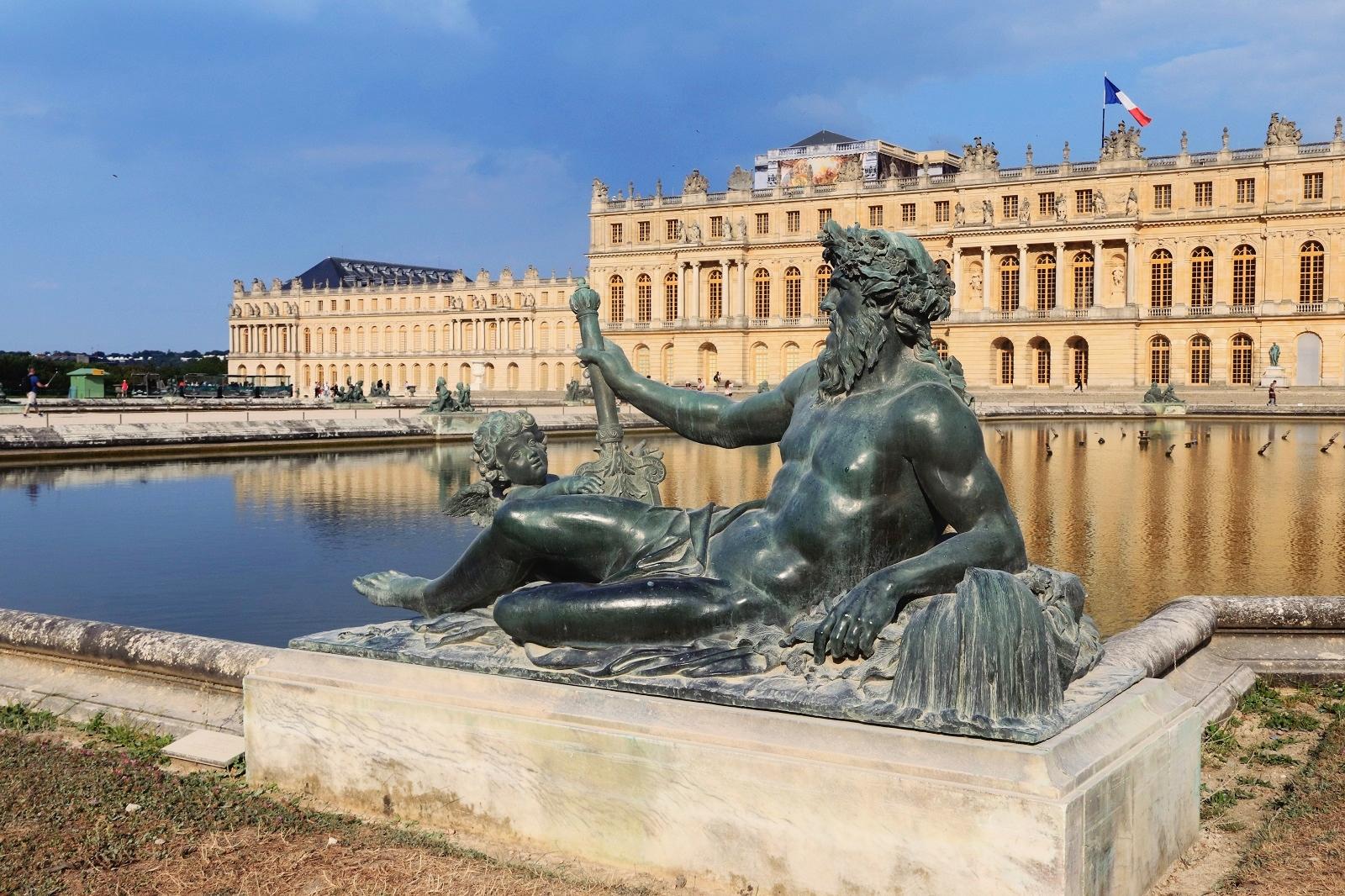 Statue, château